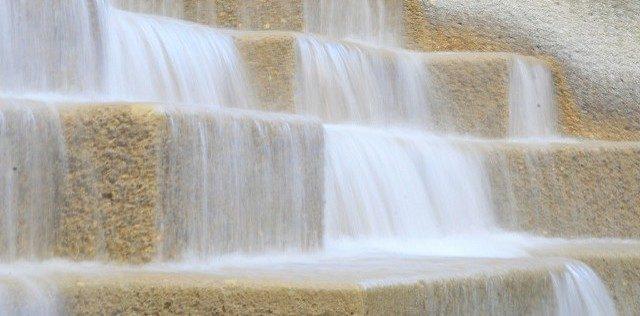 Strutured Flowing Water